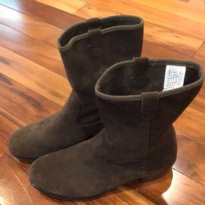 Ugg Brown Suede Boots. Women's size 6. Heel 1.25